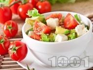 Свежа салата с чери домати, авокадо и сирене Фета